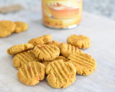 These Pumpkin Sweet Potato DIY dog treats are perfect for your pup. With a mix of fall flavors & healthy ingredients, make them for your Thanksgiving feast!