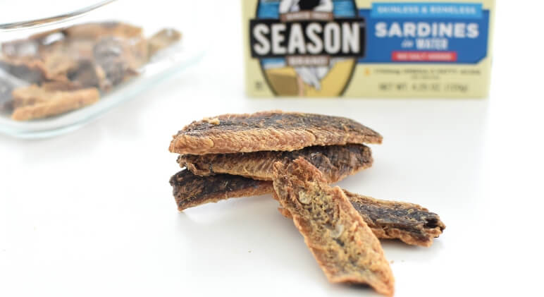 With just 1 ingredient, dog treat making doesn't get easier than this! These sardine crisps are crunchy, tail-wagging yummy, and incredibly healthy.
